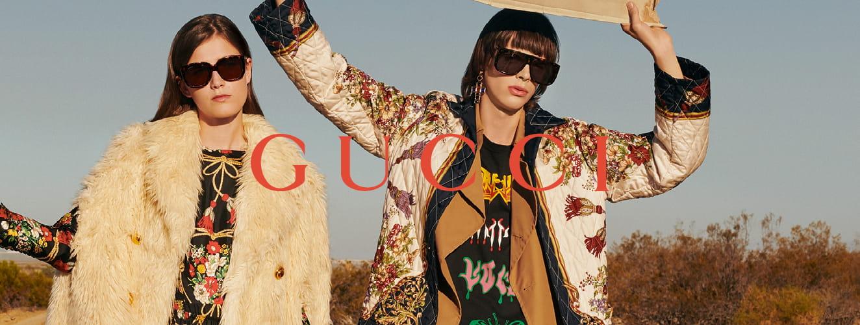 Dames dragen Gucci zonnebrillen terwijl zij liften