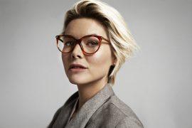 vrouwmetbrilenhoofdpijn