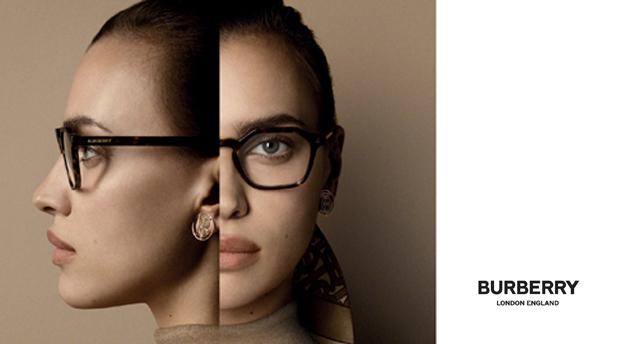 Vrouw draagt brilmontuur van Burberry